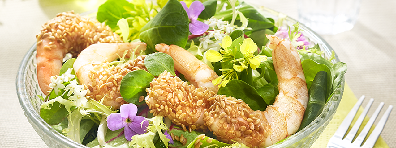 Salade crevettes en croûte de sésame