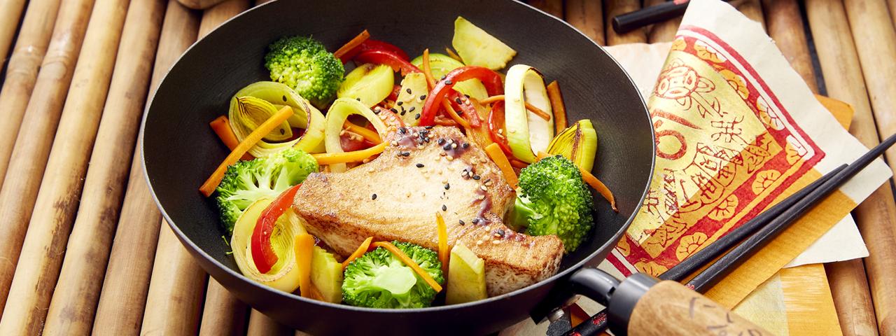 Steaks de thon et wok de légumes