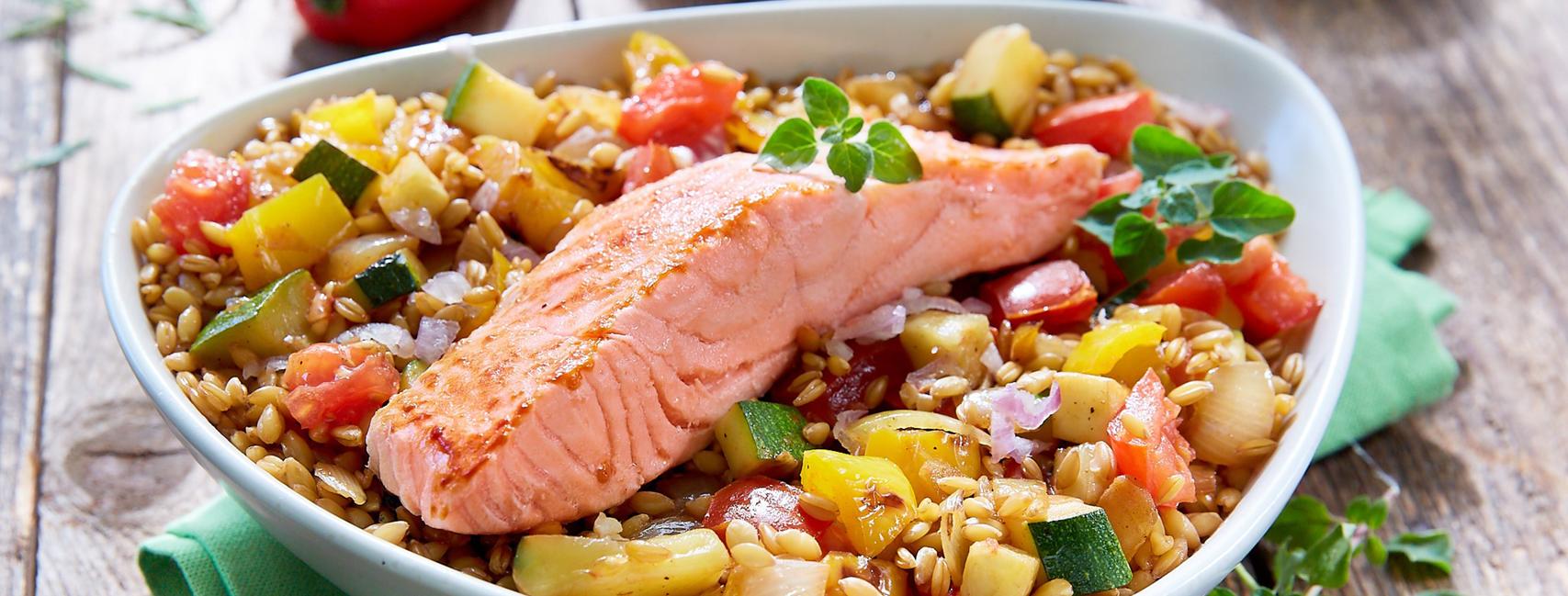 Poêlée de saumon mariné aux légumes, accompagné d'épeautre