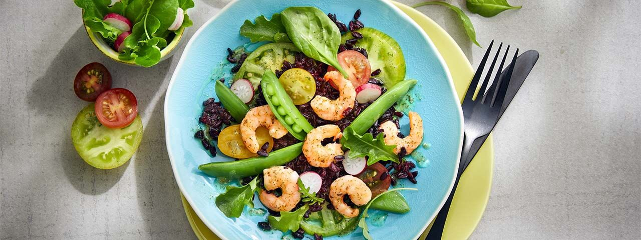 Salade de riz noir et gambas marinées