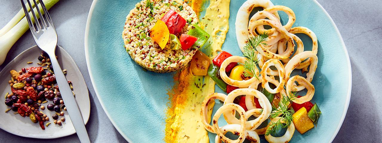 Poêlée de calmars, quinoa pilaf aux fruits secs et sauce curry
