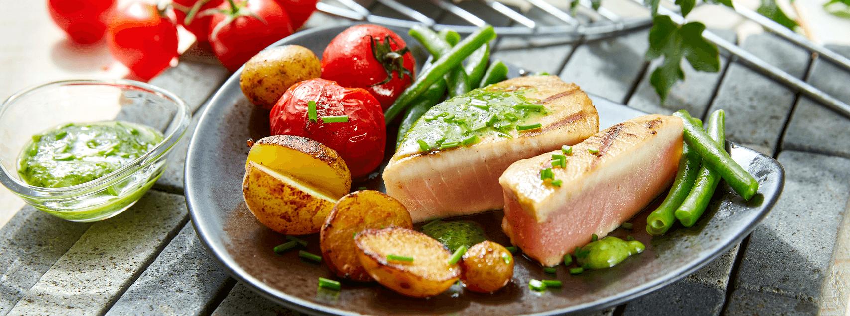 Steaks de thon au barbecue et  pommes de terre grenailles